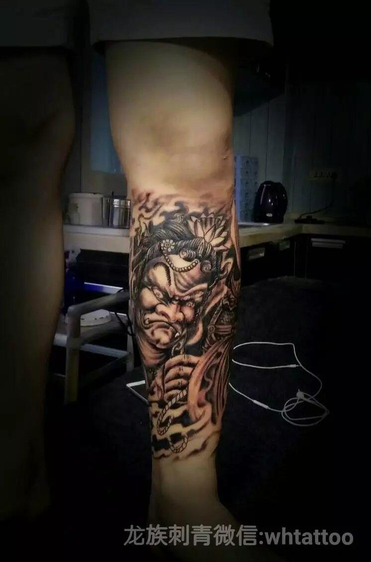 武汉龙族纹身-不动明王纹身包小腿黑白纹身作品与纹身含义寓意