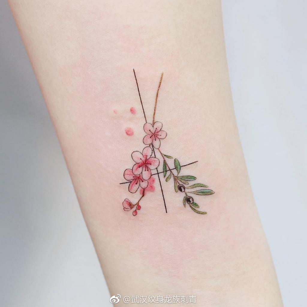 小臂内侧素花纹身-武汉龙族纹身图库