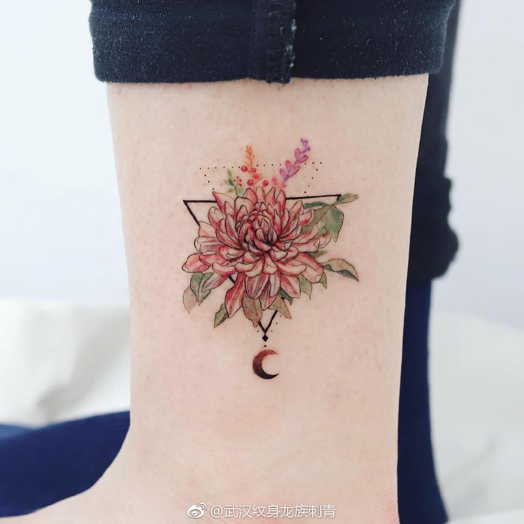 脚踝菊花纹身几何体 武汉龙族纹身