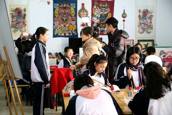 企鹅电竞注册参观民间艺术体验馆