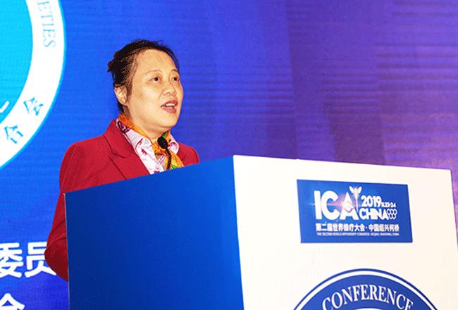李万瑶会长在第二届世界蜂疗大会开幕式上致词