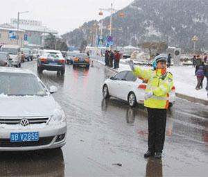 高速公路早期凝冰预警及高危路段凝冰自动化处置技术研究